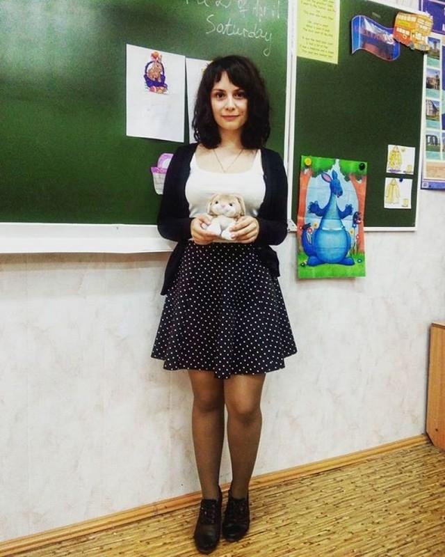 【風紀の乱れ】生徒が撮った世界の授業中の女教師、スカートえらい短いな・・・・・(画像)・23枚目
