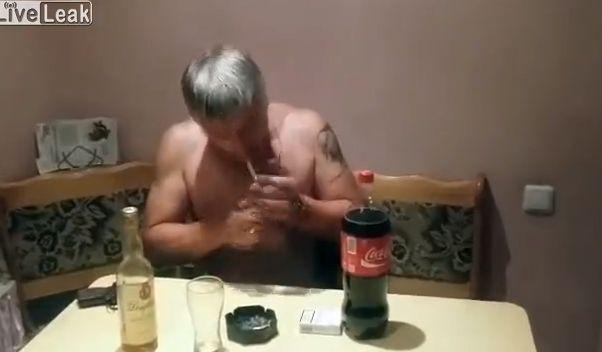 【閲覧注意】外国人男性の自殺ライブ放送、ビクンビクン痙攣してる・・・・・(動画)・2枚目