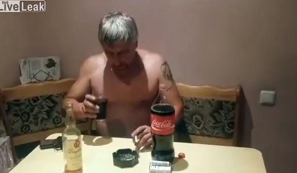 【閲覧注意】外国人男性の自殺ライブ放送、ビクンビクン痙攣してる・・・・・(動画)・3枚目