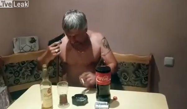 【閲覧注意】外国人男性の自殺ライブ放送、ビクンビクン痙攣してる・・・・・(動画)・4枚目