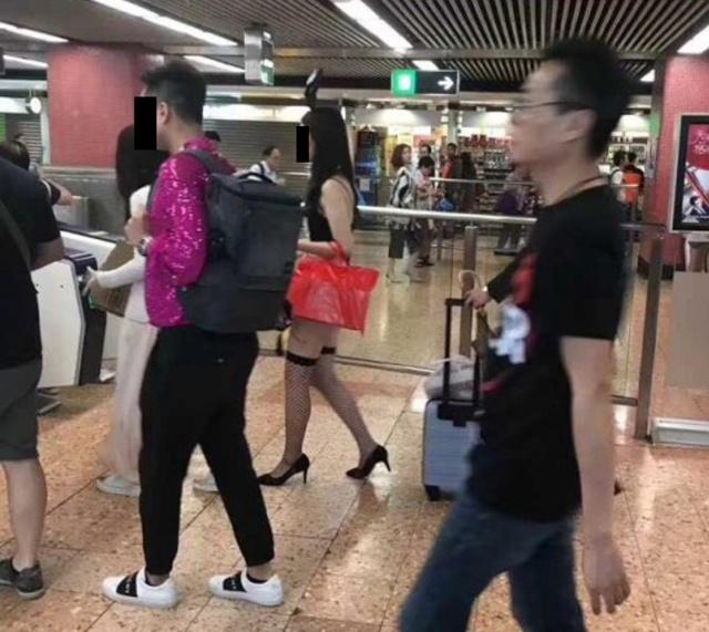 【下着バニー】香港地下鉄に現れた露出狂ネキ、装いに反して顔立ちは地味・・・・・(画像)・6枚目