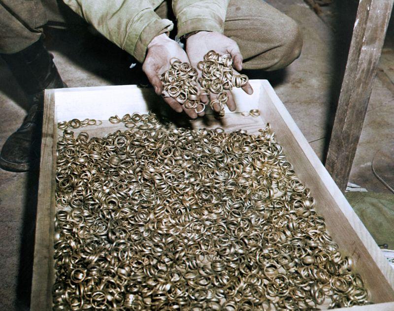 【リアル】カラー着色されたドイツ軍によるユダヤ人大量虐殺(ホロコースト)の写真、絶望感ヤバい・・・・・(画像)・3枚目