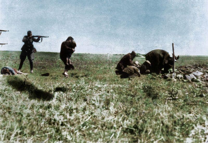 【リアル】カラー着色されたドイツ軍によるユダヤ人大量虐殺(ホロコースト)の写真、絶望感ヤバい・・・・・(画像)・6枚目