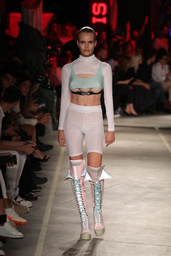 【3つ子おっぱい】ミラノのファッションショーがガチでトータルリコールの世界になってる件・・・・・(画像)・1枚目