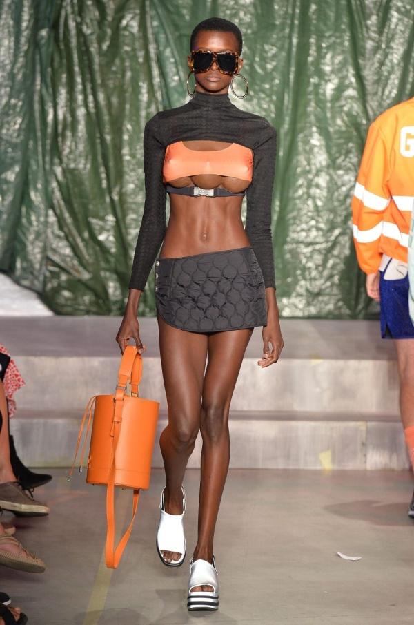 【3つ子おっぱい】ミラノのファッションショーがガチでトータルリコールの世界になってる件・・・・・(画像)・3枚目