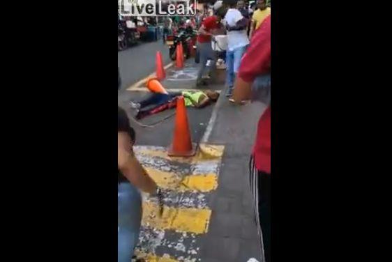 【殺し合い】コロンビアで撮影された、ナイフを持った男同士の決闘・・・・・怖過ぎだろ(動画)・3枚目