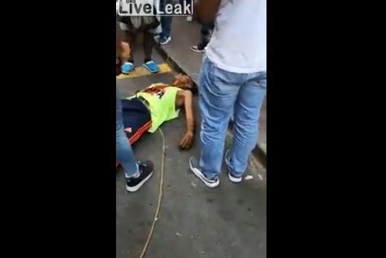 【殺し合い】コロンビアで撮影された、ナイフを持った男同士の決闘・・・・・怖過ぎだろ(動画)・4枚目