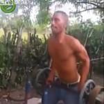 【痛いwww】この筋トレ中の男性に起きたハプニング、しょうも無さすぎ・・・・・(動画)