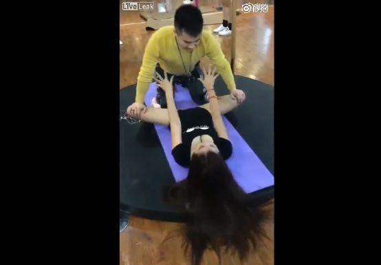 【羨ま死刑】中国の人気インストラクターさん、ヨガの指導の様子がほぼセックスな件・・・・(画像、動画)・3枚目