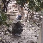 【閲覧注意】DIYしたお手製手りゅう弾に火をつけるイスラムジハードニキ、両腕を吹っ飛ばす・・・・・(動画)