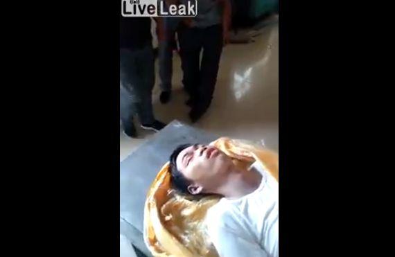 【恐怖】古いバイアグラを服用した男性、バッキバキに勃起させたまま逝く・・・・・(動画)・1枚目