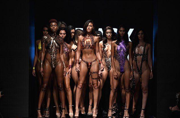 【万能ツール】アメリカ発祥ダクトテープファッションショー、ほぼ裸でワロタwwwwww(画像)・3枚目