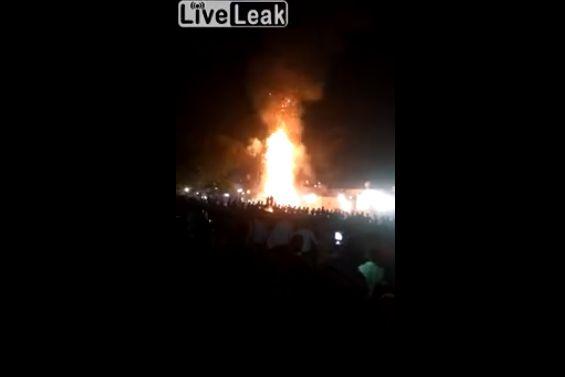 【衝撃動画】ヒンドゥー教の祭典見物に来てた観客に列車が突っ込む事故、50人以上死亡・・・・・(動画)・1枚目