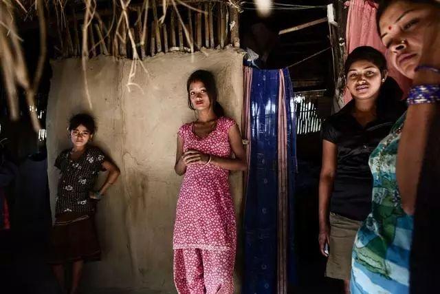 【少女売春】12歳から家族の為に売春婦として働くインドの少女、カースト制度ヤベーーーー!!(画像)・1枚目