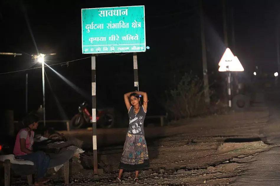 【少女売春】12歳から家族の為に売春婦として働くインドの少女、カースト制度ヤベーーーー!!(画像)・4枚目