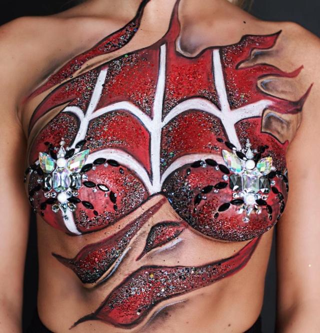 【流行の兆し】今年海外で人気なハロウィン用エロ装飾、蜘蛛型のおっぱいジュエリーが妙にエロいな!!・2枚目
