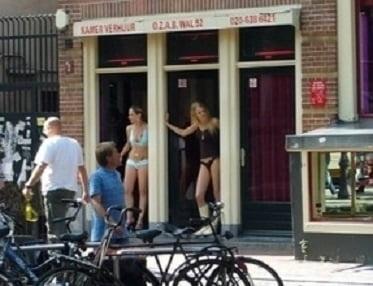 """【オランダ風俗】オランダの人気風俗スポットRed Light District通称""""飾り窓""""、パネマジ無しだし以外と良心的だなwwwww(画像)・7枚目"""