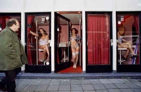 """【オランダ風俗】オランダの人気風俗スポットRed Light District通称""""飾り窓""""、パネマジ無しだし以外と良心的だなwwwww(画像)・8枚目"""