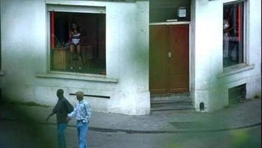 """【オランダ風俗】オランダの人気風俗スポットRed Light District通称""""飾り窓""""、パネマジ無しだし以外と良心的だなwwwww(画像)・14枚目"""