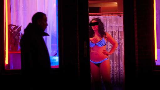 """【オランダ風俗】オランダの人気風俗スポットRed Light District通称""""飾り窓""""、パネマジ無しだし以外と良心的だなwwwww(画像)・20枚目"""