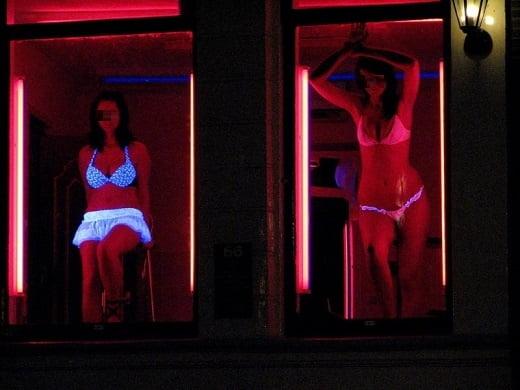 """【オランダ風俗】オランダの人気風俗スポットRed Light District通称""""飾り窓""""、パネマジ無しだし以外と良心的だなwwwww(画像)・23枚目"""