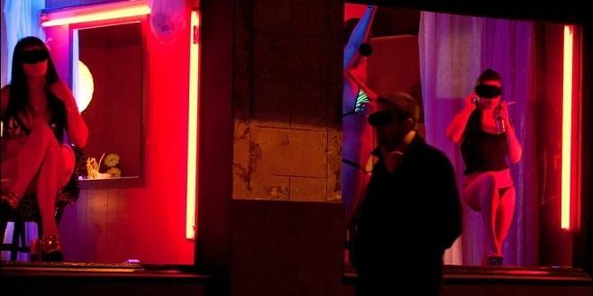 """【オランダ風俗】オランダの人気風俗スポットRed Light District通称""""飾り窓""""、パネマジ無しだし以外と良心的だなwwwww(画像)・28枚目"""