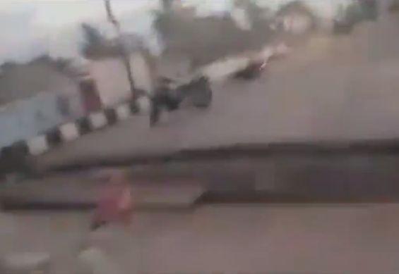 【地震動画】地震大国インドネシア、大きな揺れと地割れでパニックになる住人・・・・・(動画)・3枚目
