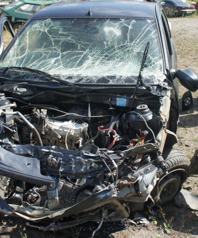 【衝撃】時速100㎞で事故った男性、シートベルトで辛うじて命を救われる!!(画像)・3枚目