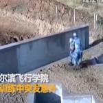 【ナイス上官】中国軍での手榴弾訓練、上司咄嗟の判断が部下の命を救った瞬間!!(動画)