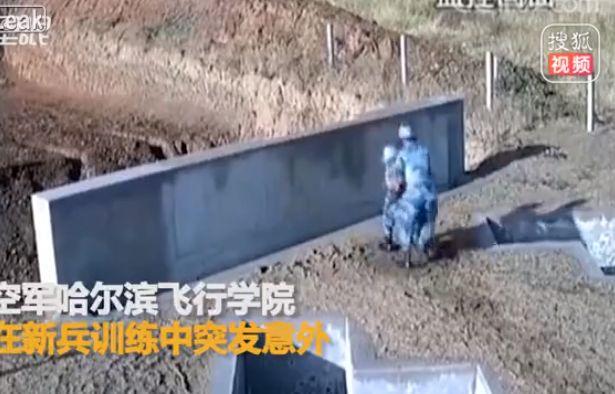 【ナイス上官】中国軍での手榴弾訓練、上司咄嗟の判断が部下の命を救った瞬間!!(動画)・2枚目