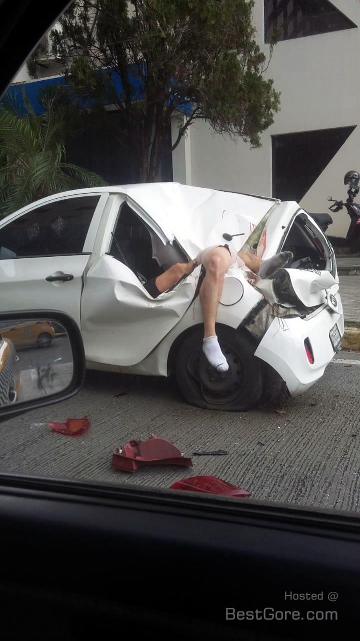 【飛び降り自殺】ビルから飛び降り自殺した男性、見事車を道連れにする・・・・・(画像)・1枚目