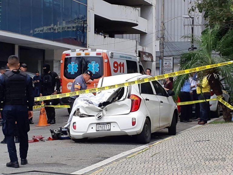 【飛び降り自殺】ビルから飛び降り自殺した男性、見事車を道連れにする・・・・・(画像)・2枚目
