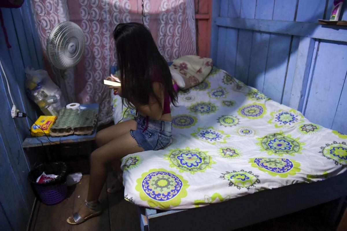 【一発1000円】経済危機の自国を離れ隣国コロンビアで稼ぐベネズエラ人売春婦の少女・・・・・(画像)・4枚目