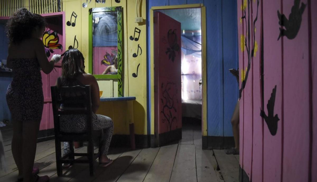 【一発1000円】経済危機の自国を離れ隣国コロンビアで稼ぐベネズエラ人売春婦の少女・・・・・(画像)・10枚目