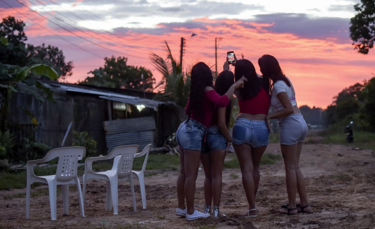 【一発1000円】経済危機の自国を離れ隣国コロンビアで稼ぐベネズエラ人売春婦の少女・・・・・(画像)・12枚目