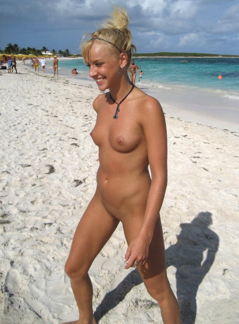 【驚愕】ヌーディストビーチinロシア、圧巻の美女美乳率でワロタwwwwww(画像)・8枚目
