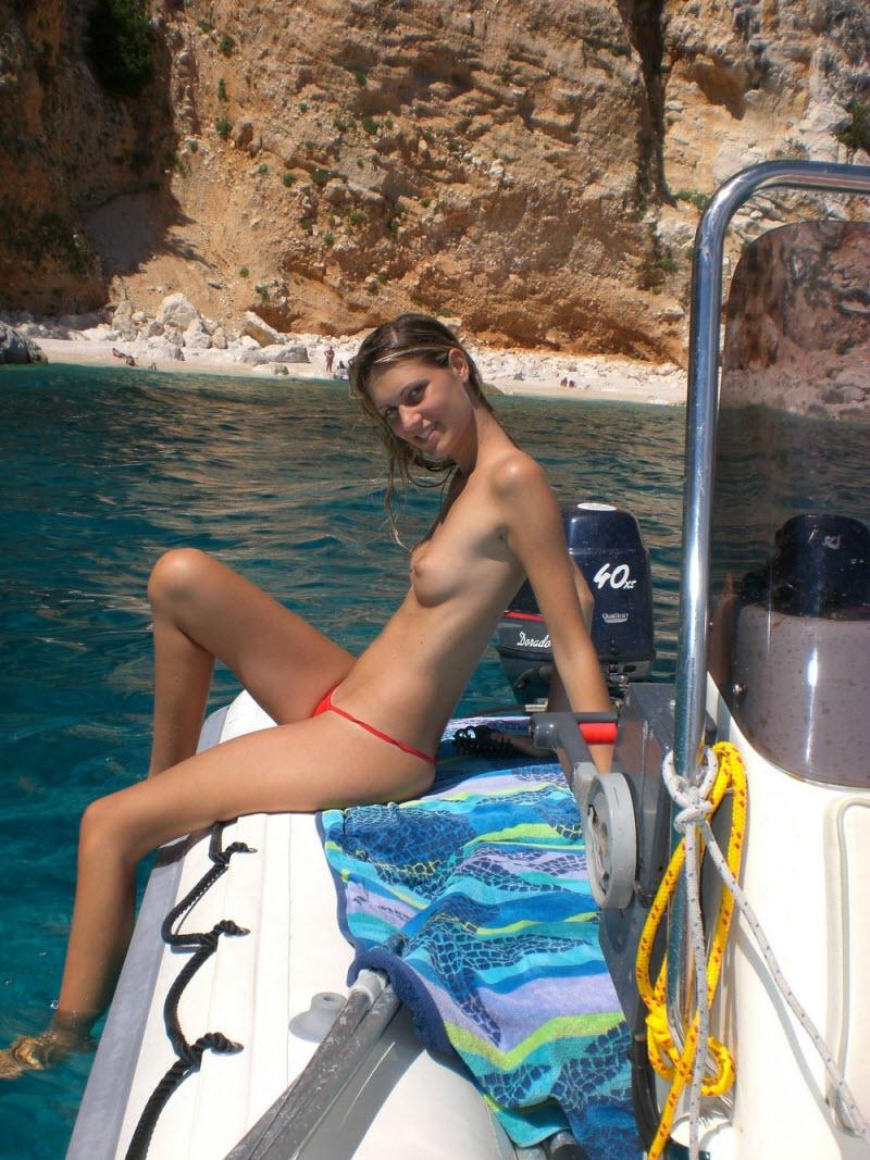 【驚愕】ヌーディストビーチinロシア、圧巻の美女美乳率でワロタwwwwww(画像)・32枚目
