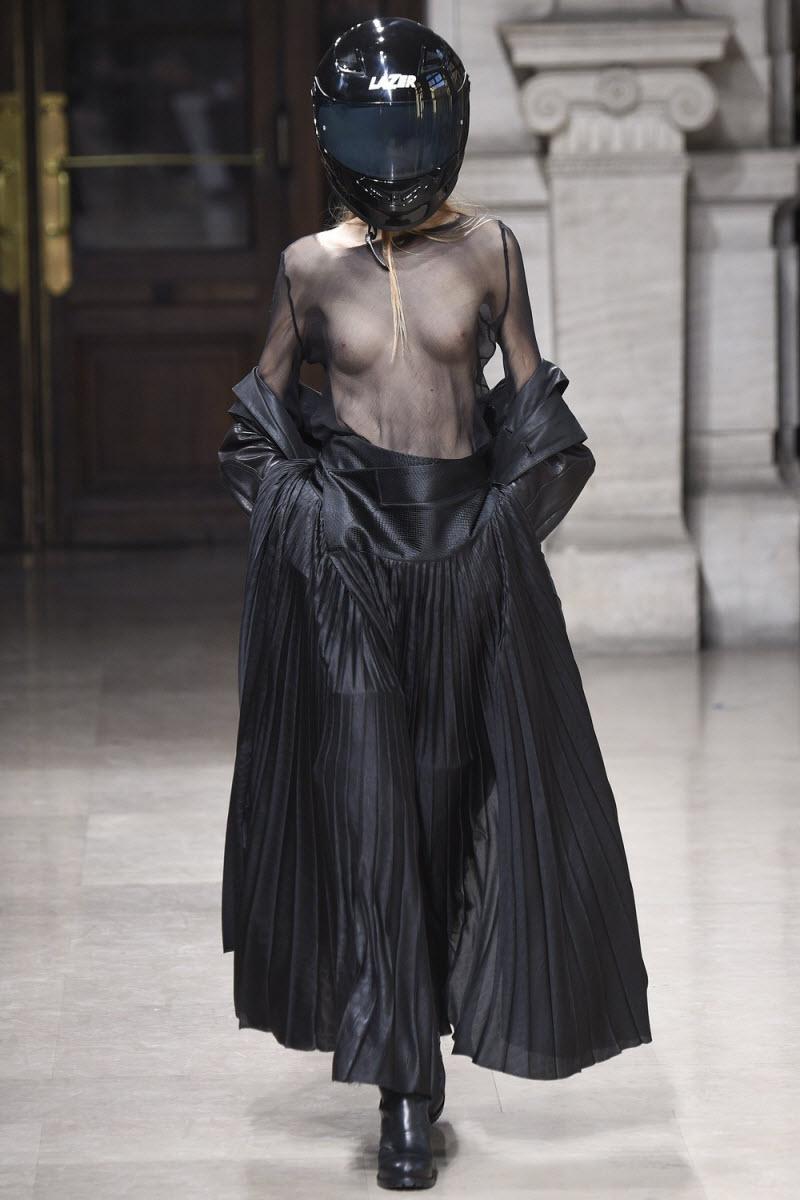 【シースルー乳首】トップモデルとかいう乳首透けさせてようやく一人前とされる女子憧れの職業・・・・・(画像)・7枚目