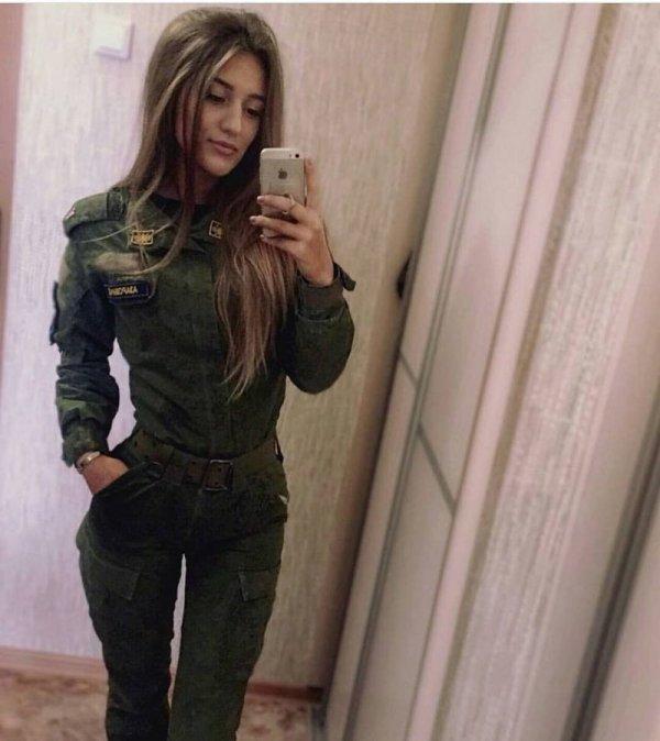【驚愕】世界最高峰の美人度を誇るロシア軍の女兵士、自衛隊クッソ雑魚すぎて比較にすらならない・・・・(画像)・4枚目