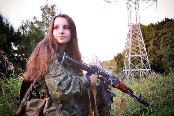 【驚愕】世界最高峰の美人度を誇るロシア軍の女兵士、自衛隊クッソ雑魚すぎて比較にすらならない・・・・(画像)・6枚目