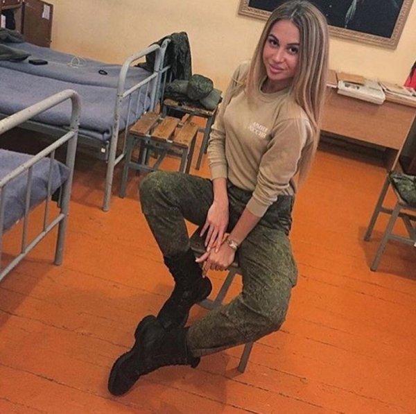 【驚愕】世界最高峰の美人度を誇るロシア軍の女兵士、自衛隊クッソ雑魚すぎて比較にすらならない・・・・(画像)・8枚目