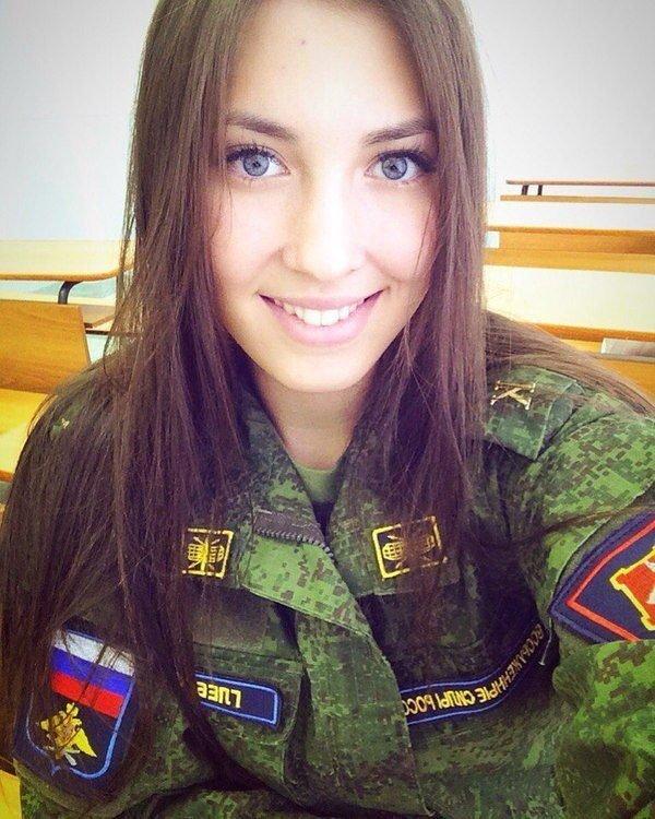 【驚愕】世界最高峰の美人度を誇るロシア軍の女兵士、自衛隊クッソ雑魚すぎて比較にすらならない・・・・(画像)・13枚目