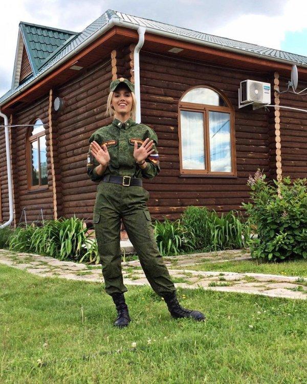 【驚愕】世界最高峰の美人度を誇るロシア軍の女兵士、自衛隊クッソ雑魚すぎて比較にすらならない・・・・(画像)・14枚目