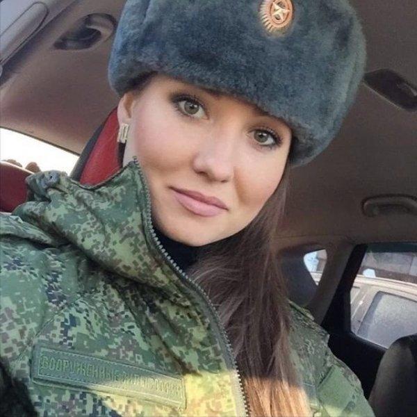 【驚愕】世界最高峰の美人度を誇るロシア軍の女兵士、自衛隊クッソ雑魚すぎて比較にすらならない・・・・(画像)・21枚目