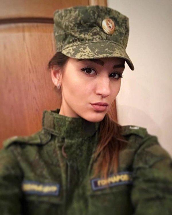 【驚愕】世界最高峰の美人度を誇るロシア軍の女兵士、自衛隊クッソ雑魚すぎて比較にすらならない・・・・(画像)・22枚目