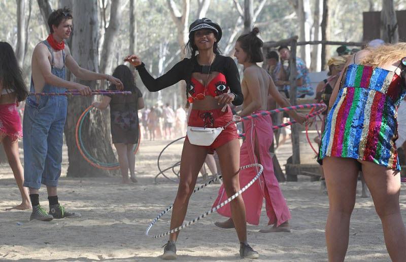 【エロフェス】オーストラリアのお祭りStrawberry Fields Festivalの様子、エロい衣装でクッソ楽しそうwwwww(画像)・3枚目
