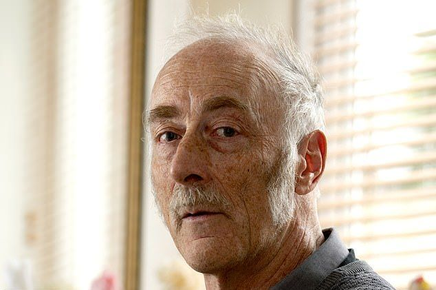 【狂気】屋根裏部屋で9体のラブドールと暮らすイギリス人男性(62)、闇深すぎだろ・・・・・(画像)・8枚目