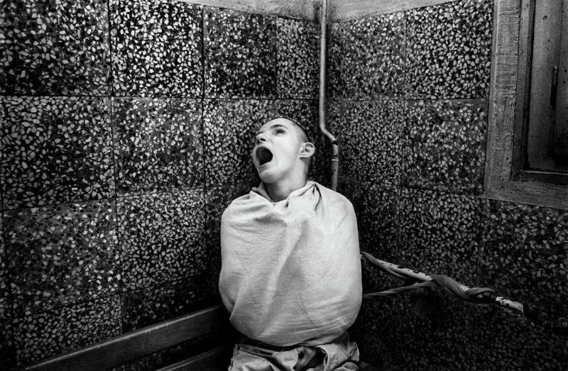 【悲惨】とある写真家が撮影したセルビア人難民収容施設、これが2000年代ってマジかコレ・・・・・(画像)・9枚目