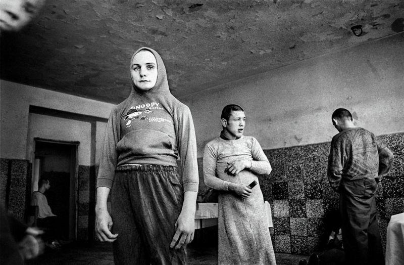 【悲惨】とある写真家が撮影したセルビア人難民収容施設、これが2000年代ってマジかコレ・・・・・(画像)・10枚目