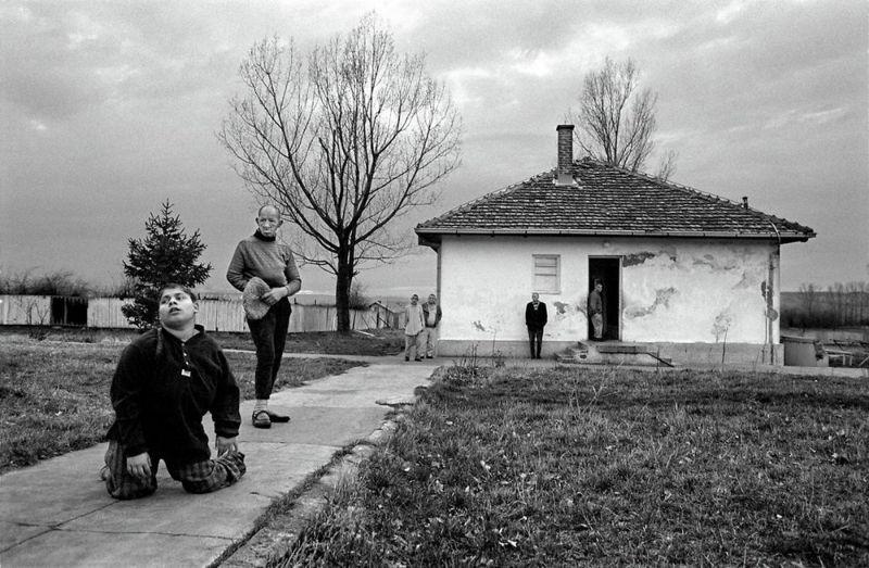 【悲惨】とある写真家が撮影したセルビア人難民収容施設、これが2000年代ってマジかコレ・・・・・(画像)・12枚目